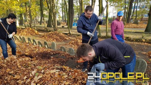 Opolanie tradycyjnie sprzątali cmentarz przy ulicy Wrocławskiej