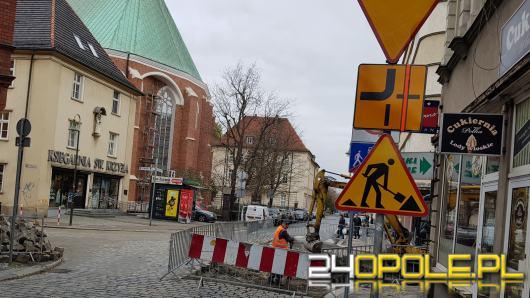 Uwaga kierowcy! Od dziś zmiana organizacji ruchu na skrzyżowaniu Katedralnej z Książąt Opolskich