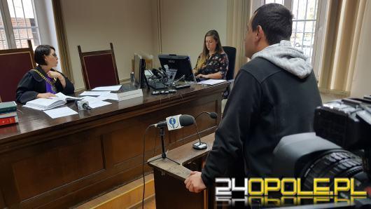 Pracownicy Urzędu Wojewódzkiego przed nyskim sądem w sprawie Arkadiusza Sz.