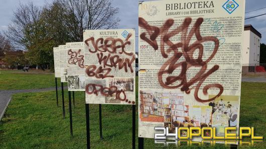 W Grudzicach wandale zdewastowali przystanek i pamiątkowe tablice