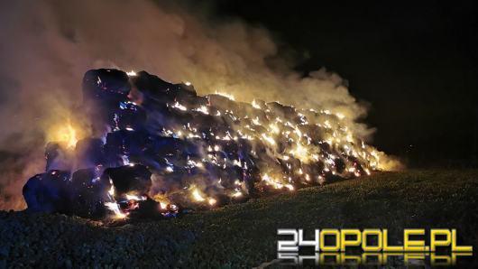 Płonie blisko 200 bali słomy w Jaborowicach. Akcja gaśnicza trwa od wczoraj