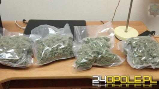 Wracał do domu, w walizce miał ponad kilogram narkotyków
