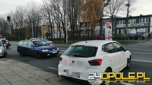 Auto bez kierowcy zablokowało ruch drogowy