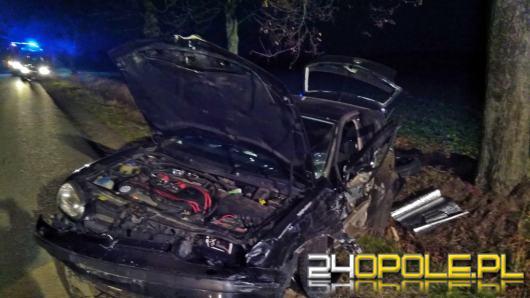 Niebezpieczny poranek w powiecie kluczborskim. Volkswagen zderzył się z autobusem