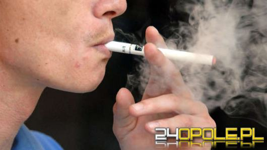 Aż sześciokrotnie wzrosła liczba polskich uczniów, którzy sięgają po e-papierosy