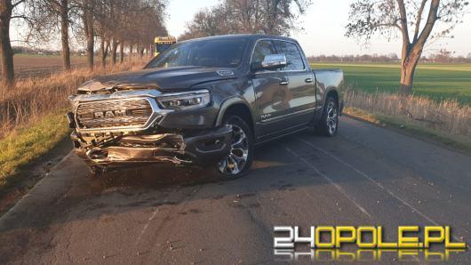 Zderzenie ciężarówki i samochodu osobowego w Szydłowcu Śląskim
