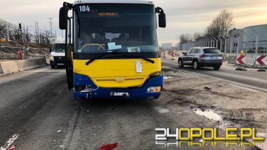 Zderzenie autobusu z osobówką na ulicy Bohaterów Monte Casino