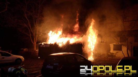 Nocna akcja strażaków w Zawadzkiem. Płonął budynek gospodarczy