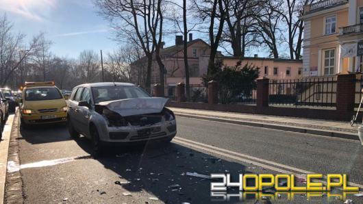 W centrum Opola zderzyły się dwa auta osobowe