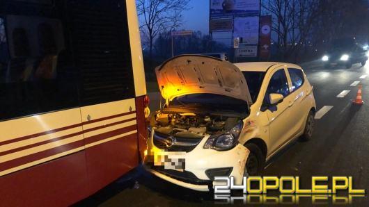 Zderzenie Opla i dwóch autobusów MZK w Opolu