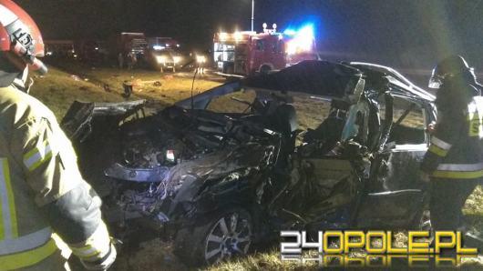 Dachowanie na opolskim odcinku A4. 3 mężczyzn wypadło z auta