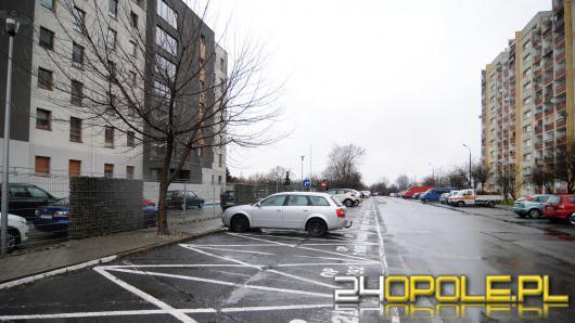 Koniec prywatnego parkowania na ul. Koszyka. Mieszkańcy zadowoleni