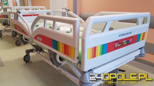 Na oddział dziecięcy USK w Opolu trafiły dwa nowe specjalistyczne łóżka od WOŚP