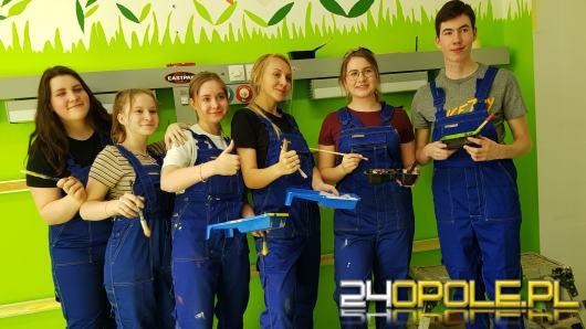 Piękny gest uczniów opolskiej budowlanki. Chore dzieci będą miały piękne kolorowe sale w szpitalu