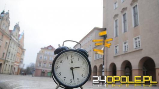 """Dziś śpimy """"godzinę krócej"""". Pamiętajmy o zmianie czasu"""