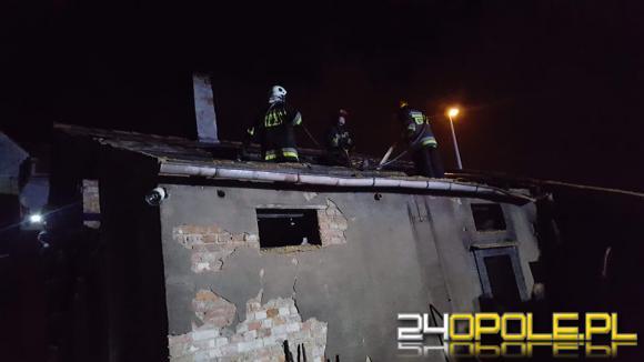 7 zastępów straży pożarnej walczyło z pożarem stodoły w Jędrzychowie