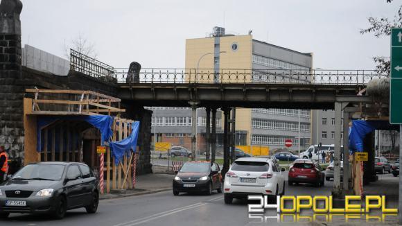 Dzia�acze Opolskiej Wiosny oburzeni sposobem modernizacji Dworca Wschodniego