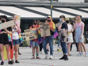 Manifestacja na Placu Wolności - Tęczowe Opole - 8494_resize_received_1194083287609336.jpg