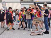 Manifestacja na Placu Wolności - Tęczowe Opole - 8494_resize_received_267478097820490.jpg
