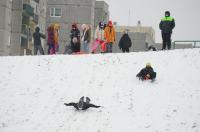Opolanie ruszyli na sanki do parku na osiedlu Armii Krajowej  - 8573_zima_24opole_0045.jpg