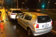 Zderzenie pojazdów w Opolu. Sprawca uciekł, a w pojeździe zostawił alkohol - 20200605123924_1_0.jpg