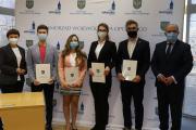 31 studentów z uczelni medycznych otrzymało stypendia Marszałka Województwa Opolskiego - 20210225120351_img_1574_0.jpg