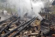 Pożar zabudowań gospodarczych w Goszczowicach - 20210506083226_1_0.jpg