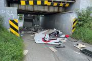 Kierujący kamperem nie zmieścił się pod wiaduktem na Krapkowickiej - 20210726143246_214590440_550849n_1.jpg