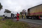 Zderzenie busa z ciężarówką w powiecie oleskim. Nie żyje 62-letni kierowca - 20211018171017_img-20211018-wa0009_6.jpg