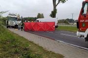 Zderzenie busa z ciężarówką w powiecie oleskim. Nie żyje 62-letni kierowca - 20211018171107_3_0.jpg