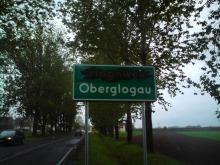 Zniszczone dwujęzyczne tablice w Głogówku