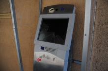 Uszkodzony został także elektroniczny punkt informacji turystycznej, przy głównym wejściu do ratusza.
