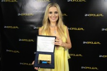 Halina Mlynkova z nagrodą SuperPremiery. <i>(Fot. Enay</i>