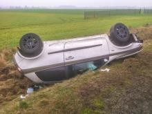 Mieszanka prędkości i alkoholu była z kolei przyczyną wypadku na DK11.<i>(Fot: Kamilo)</i>
