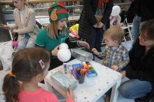 Opolskie maluchy rozwijały swoją wyobraźnię zdobiąc bombki