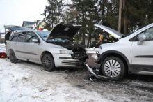 Czołowe zderzenie w Popielowie. Cztery osoby w szpitalu.