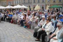 Seniorzy zaczynają bawić się w mieście