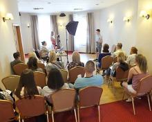 Uczestnicy castingu wchodzili na salę przesłuchań w kilkunastoosobowych grupach, dzielonych według wieku.<i>(Fot. Majlan)</i>