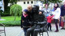 Na Wzgórzu Uniwersyteckim stanął pomnik Wojciecha Młynarskiego