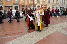 Ponad pół tysiąca maturzystów zatańczyło poloneza na opolskim rynku