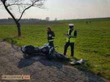 Nieprzytomny motocyklista po wypadku w Kujakowicach Górnych. Wezwano śmigłowiec LPR