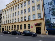 69-latek wszedł do prokuratury w Opolu z atrapą broni i petardami