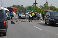 Czołowe zderzenie na DK40 w Koźlu, nie żyje kierowca