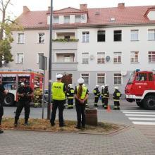 Zauważył pożar mieszkania w budynku wielorodzinnym