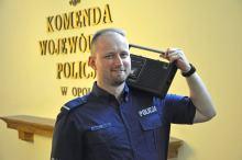Producent muzyczny, inżynier dźwięku, pianista, ale również policjant opolskiego garnizonu