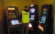 Funkcjonariusze KAS zlikwidowali 18 nielegalnych automatów do gier