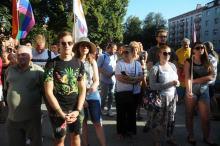 Pikieta przeciw nienawiści i kontrmanifestacja przeciw pedofilii na Placu Daszyńskiego