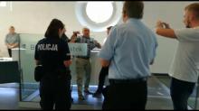 Poseł Sanocki został wyprowadzony przez policję z urzędu