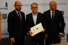 """Pierwsze """"antysmogowe"""" umowy podpisały Olesno i Strzelce Opolskie"""