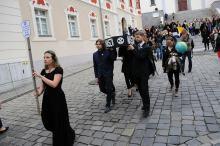 Kondukt pogrzebowy na ulicach Opola. Żegnano przyszłość